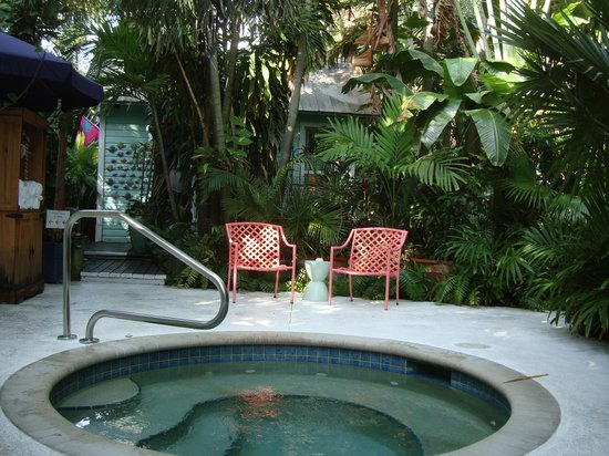 Pineapple Point Guest House and Resort: One of two hot tubs