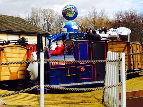 Drayton Manor Park: Having fun