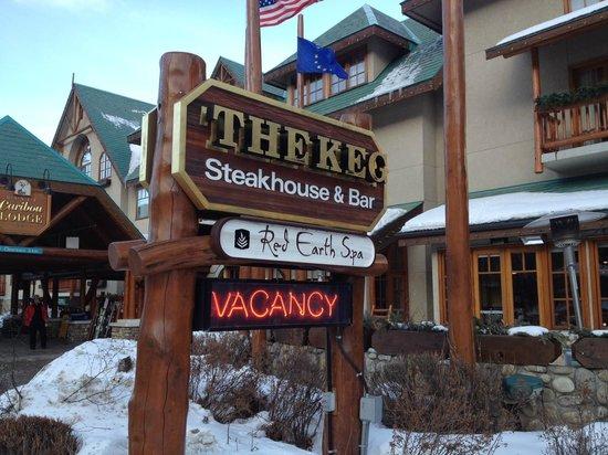 Banff Caribou Lodge & Spa : Voorkant hotel Caribou.