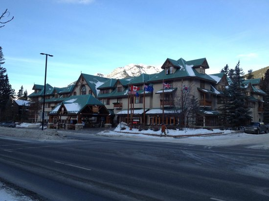 Banff Caribou Lodge & Spa : Voorkant Hotel.