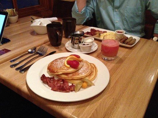 Banff Caribou Lodge & Spa : Ontbijt.