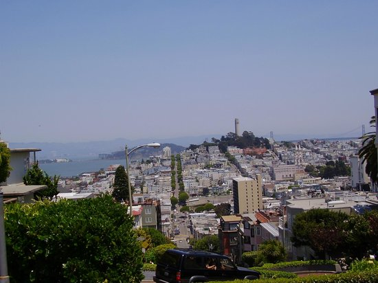 Four Seasons Hotel San Francisco: View from hill toward Coit Tower