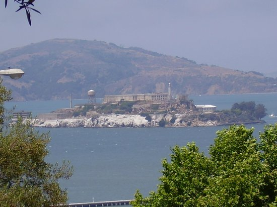 Four Seasons Hotel San Francisco: View of Alcatraz from streetcar