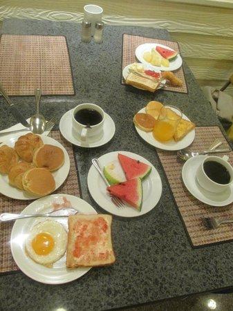 Viengtai Hotel: Breakfast at Viengtai -a lot of choice