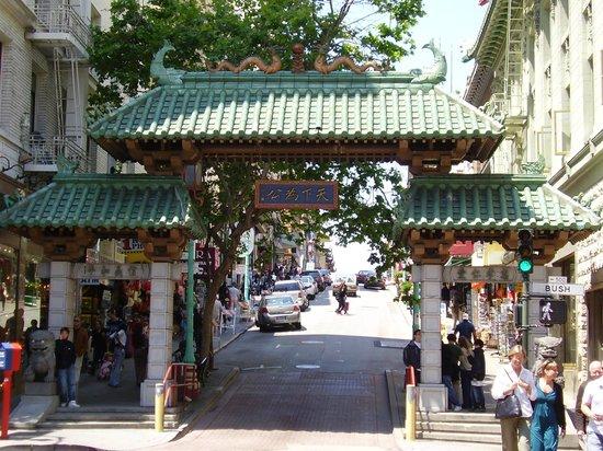 Four Seasons Hotel San Francisco : Entrance to Chinatwon
