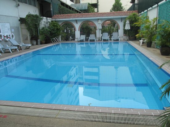 ibis Styles Bangkok Khaosan Viengtai : Great pool- cold water to cool off