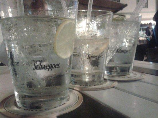 Soul Barcafe Corralejo: Gin tonics at soul bar cafe