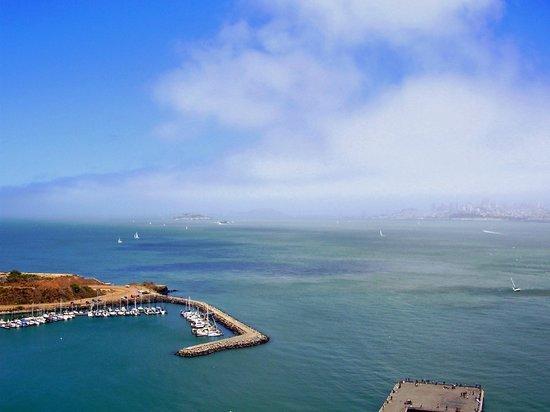 Four Seasons Hotel San Francisco : Golden Gate Bridge marina