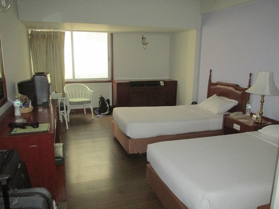 ibis Styles Bangkok Khaosan Viengtai: Our room, simple, but comfy and quiet