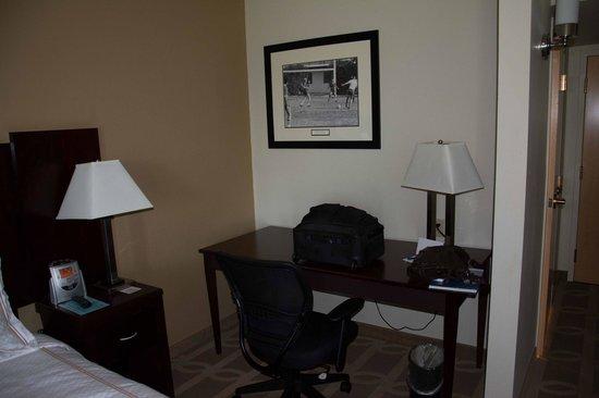Thunderbird Executive Inn & Conference Center : Desk/Work Area