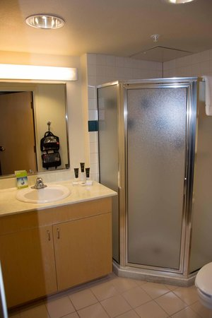 Thunderbird Executive Inn & Conference Center : Bathroom