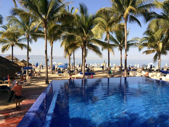 Friendly Vallarta All Inclusive Family Resort: View from the infinity pool