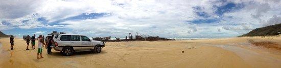 Unique Fraser: Breakfast at the Maheno shipwreck