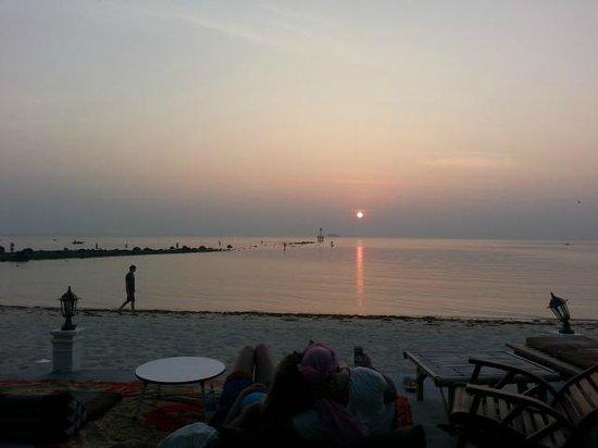 Laemson 1 Bungalow: coucher de soleil sur la plage
