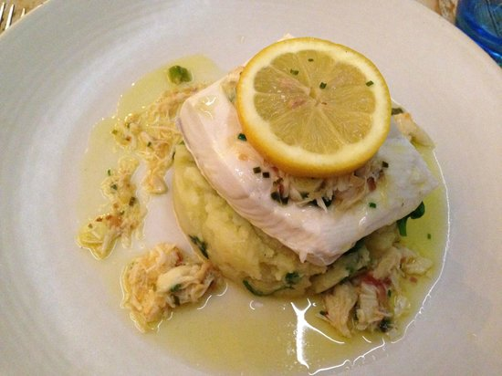 Tanroagan Seafood Restaurant: Halibut with mashed potato and a crab butter sauce