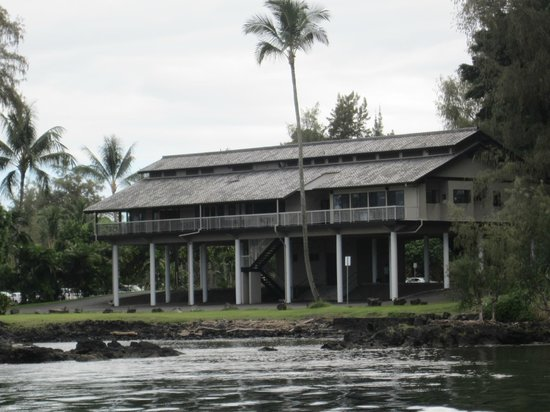 Hilo Bay Cafe : The side that faces the Bay is the entrance