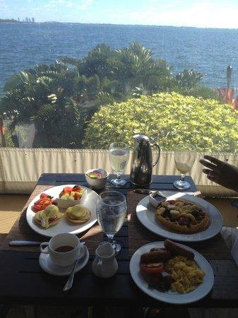 Palmeiras Beach Club at Grove Isle : nice view from the restaurant