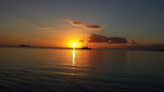 Island HoppInn: Heavenly sunset !