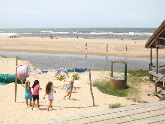 Posada Valizas: Children at play by the sand dunes
