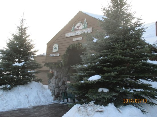 Caribou Highlands Lodge: front of lodge