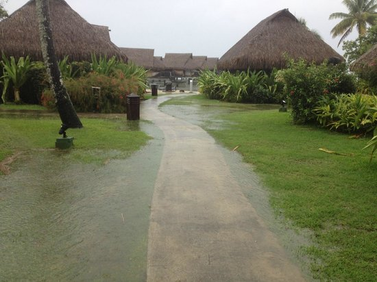 Sofitel Moorea Ia Ora Beach Resort: Flooded path to our Bungalow