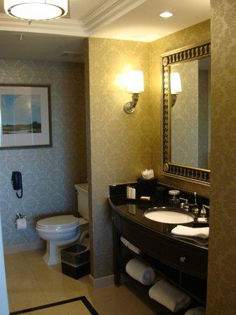 Waldorf Astoria Orlando: Bathroom