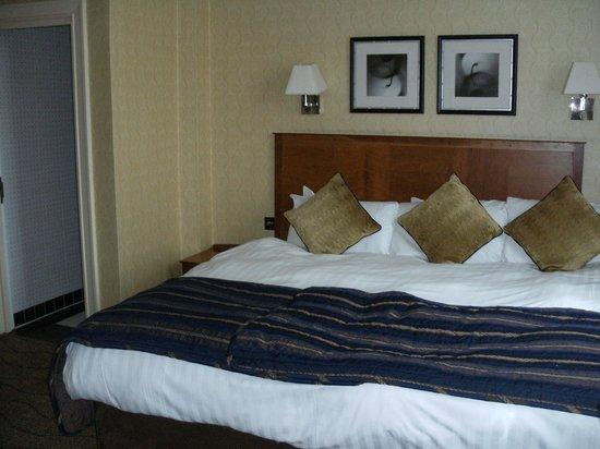 The Queens - Leeds : Bed