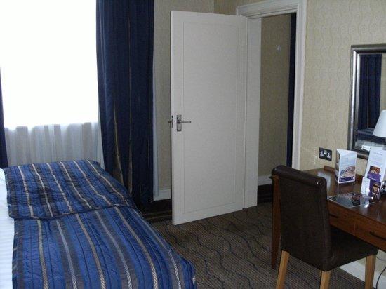 The Queens - Leeds : Bedroom door