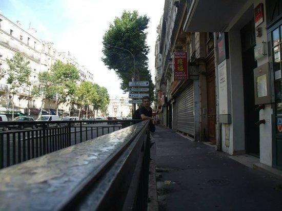 Ibis Paris Ornano Montmartre North 18th: Em frente ao hotel.
