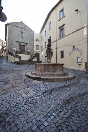 Viterbo Historic Centre: Piazza della Crocetta