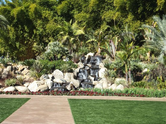 Grand Tradition Estate and Gardens : Gardens and waterfall