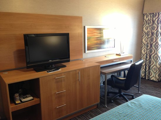 Holiday Inn Express Kent Island: Redecorated Room
