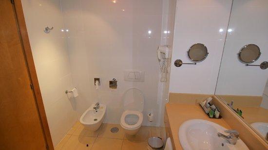 Hotel Spa Porta Maris & Suites del Mar : Bathroom