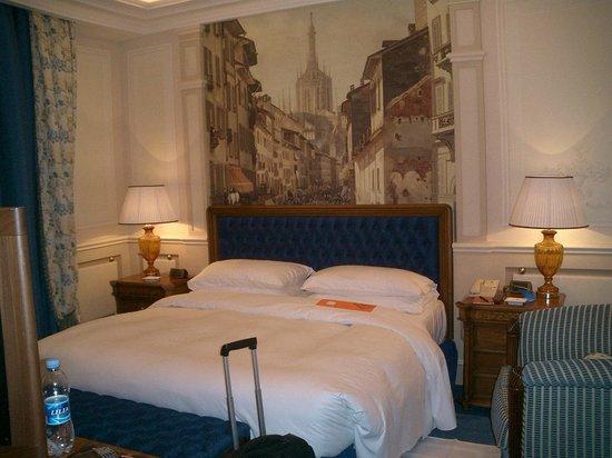 Hotel Principe Di Savoia: Small but nice room