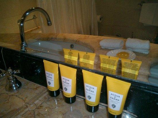 Hotel Principe Di Savoia: Love the ACQUA products