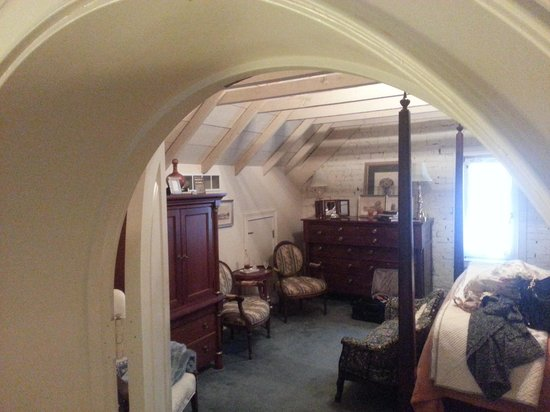 Inn at Woodhaven : Another view of the bedroom area