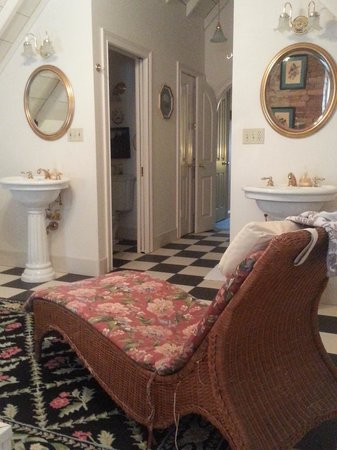 Inn at Woodhaven : The spacious bath area.