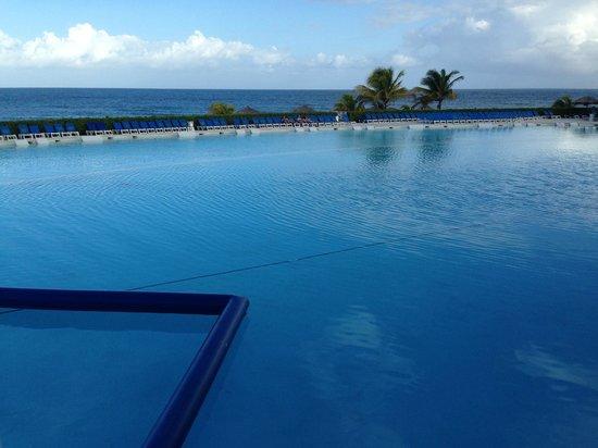 Grand Palladium Lady Hamilton Resort & Spa : Infinity Pool
