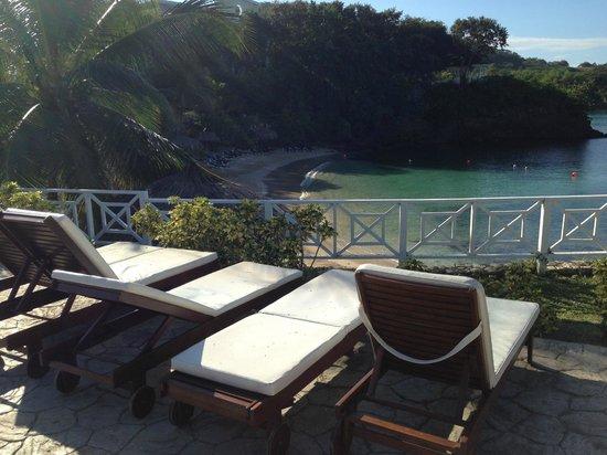 Grand Palladium Lady Hamilton Resort & Spa : Coral, Adult Pool over-looking Coral Beach