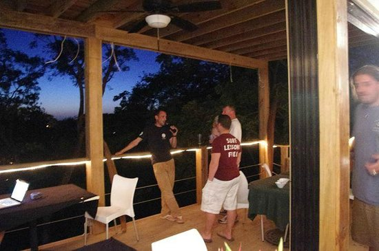 Roatan Oasis: It's easy to just spend time talking over drinks.