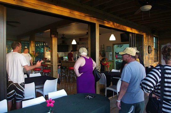 Roatan Oasis: The wall of the restaurant opens out onto the balcony.