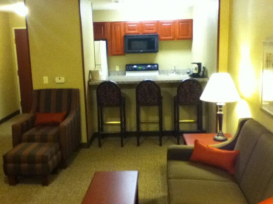 Comfort Inn & Suites : 2 room suite kitchenette