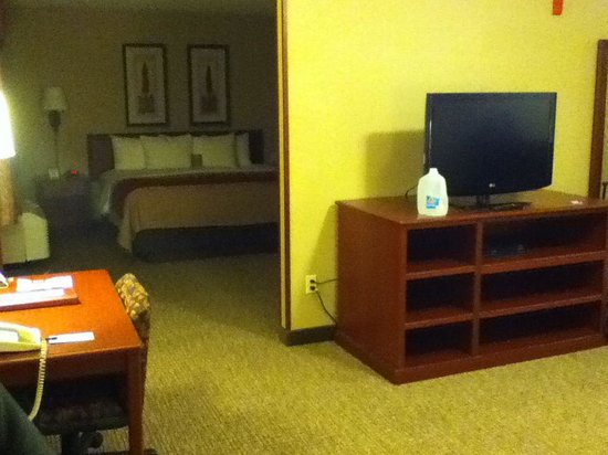 Comfort Inn & Suites: 2 room suite