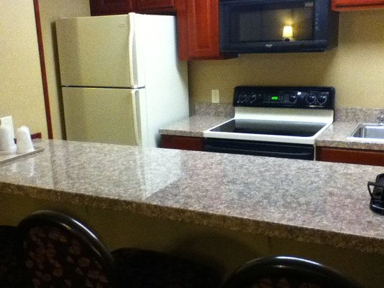 Comfort Inn & Suites: Kitchen of suite