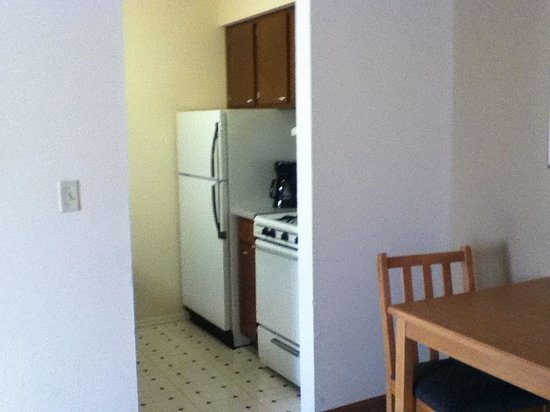 Best Western Milwaukee West: Woods View room kitchenette
