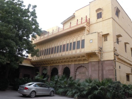 Pal Haveli : Accommodation wing from internal courtyard