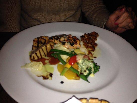 Rim Rock Cafe & Oyster Bar : 3 fish entree