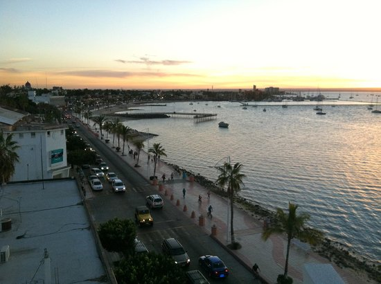 Seven Crown Malecon: Sunset