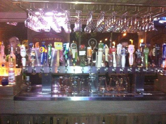 Miller's Ale House: Nice selection of beer!