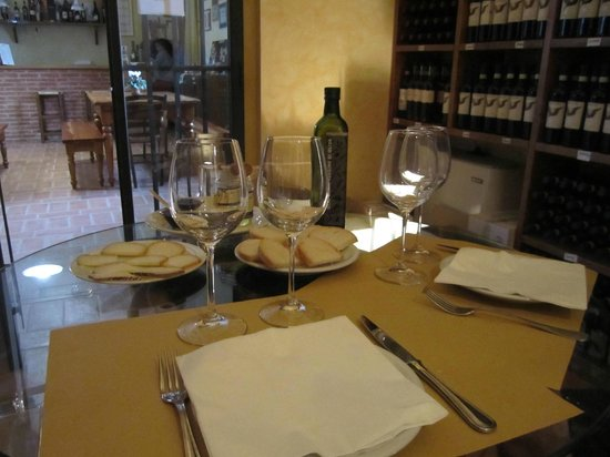 My Tuscan Wine And Tours: Tasting at Cesani Winery